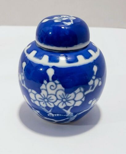 Small Porcelain Ginger Jar Blue & White China Vintage Collectible FREE SHIPPING