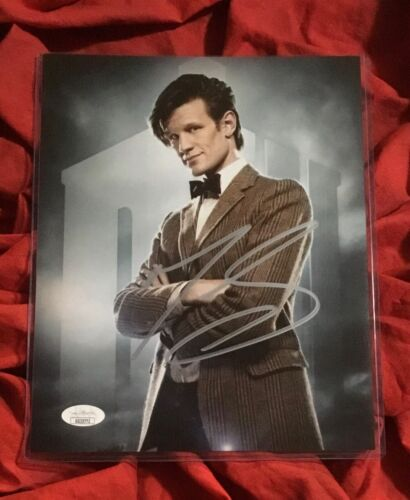 DOCTOR WHO 8X10 PHOTO~SIGNED BY MATT SMITH+JSA COA~3772~ARMS CROSSED