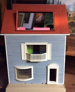 Vintage 1970's dollhouse w/ furniture