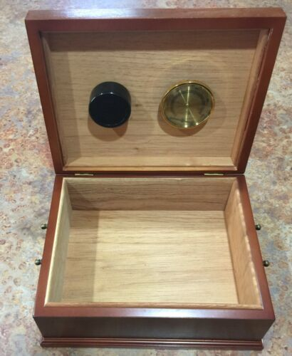 The Bombay Company - Wooden Humidor Box - Vintage 1997