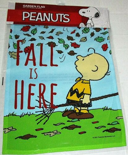 """PEANUTS GARDEN FLAG 12.5""""x 18""""  FALL IS HERE/CHARLIE BROWN"""