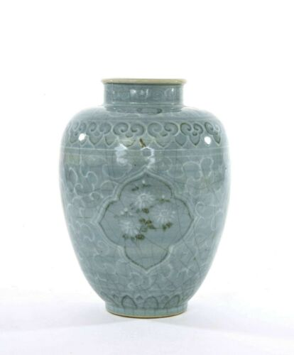 Late Joseon Dynasty Korean Celadon Crackle Glaze Vase with Crane