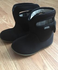 Toddler size 9 Bogs boots