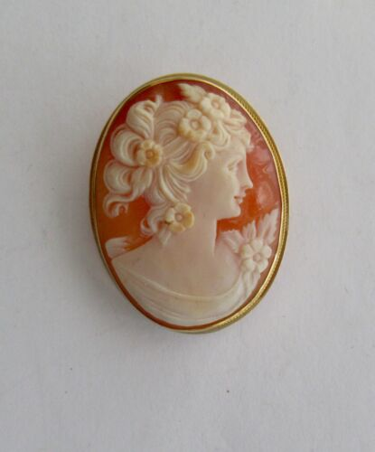 Vintage Shell Carved CAMEO Brooch in 18K Yellow Gold Frame~~Signed?