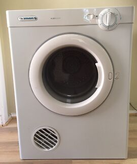 """Simpson 4Kg """"Ezi Loader"""" cloth dryer with wall mount, can deliver"""