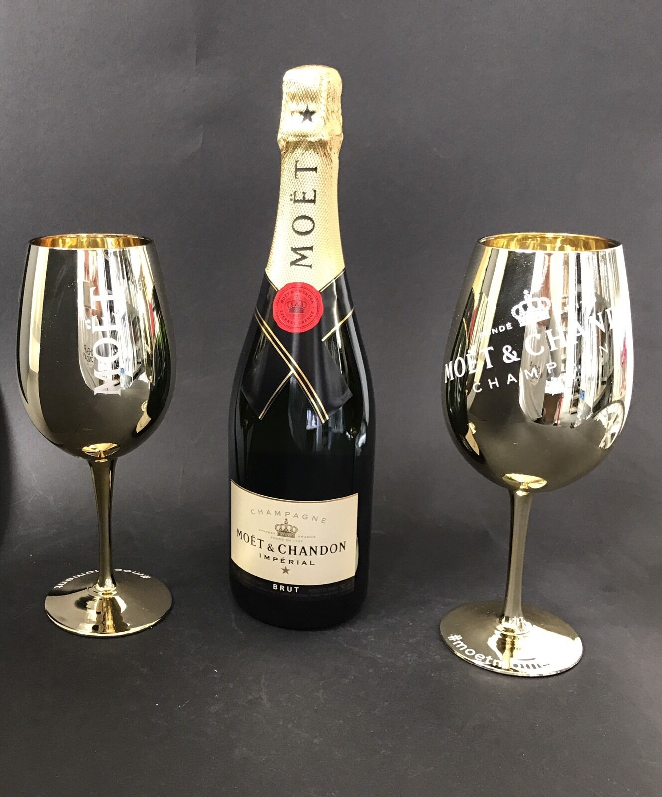 moet chandon imp rial champagner 0 75l flasche 12 vol 2 gold glas gl ser chf. Black Bedroom Furniture Sets. Home Design Ideas