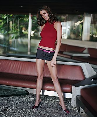 Shannon Elizabeth Unsigned 8X10 Photo  41