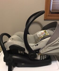 Maxi Cosi infant car seat and base