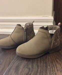 Size 9 Toddler girl boots / booties