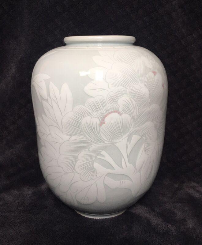FINE Korean Studio Porcelain Back-Ja Carved Slip White Celadon Glazed Vase