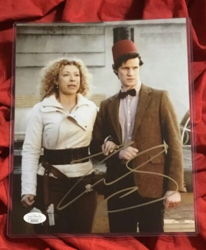 DOCTOR WHO 8X10 PHOTO~SIGNED BY MATT SMITH+JSA COA~3741~RED FEZ