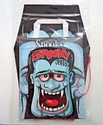 HALLOWEEN SPOOKY PACK LOOT BAG JOKE BOOK 2 MASKS VAMPIRE & SKULL TRICK OR TREAT ](Halloween Joke Book)
