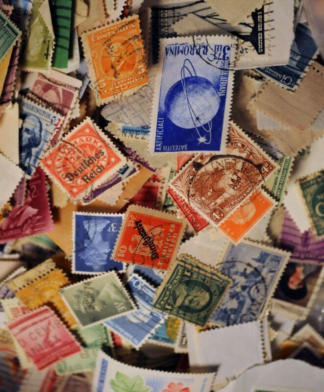 COLLECTION GREAT MIX LOTS OF 100 STOCK OF WORLD WIDE POSTAGE STAMPS