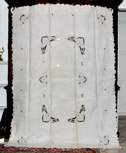 "Vintage MADEIRA Style Contrast Hand Embroidered Irish Linen Tablecloth 84""x62"""