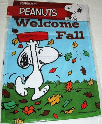 """PEANUTS GARDEN FLAG 12.5""""x 18""""  WELCOME FALL/SNOOPY"""