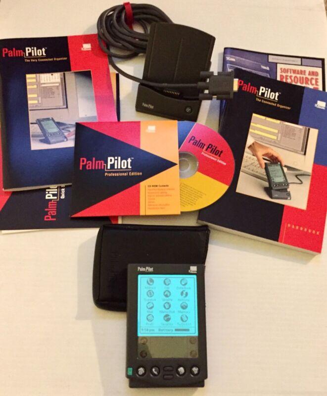vintage 3 Com PALM PILOT w/pen, dock, case, manuals, cd. ExCond