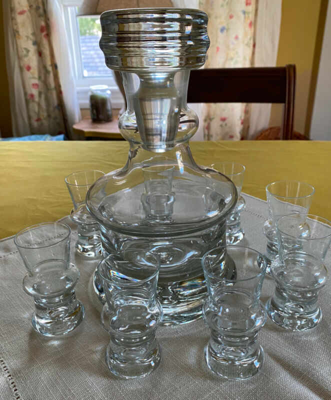 Heavy Crystal Decanter w/Stopper & 8 Cordial Shot Glasses, Pre Owned