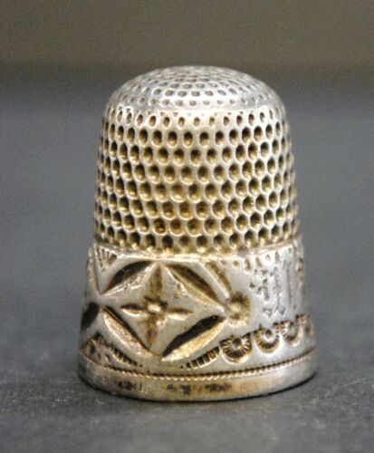 """Vintage Silver Thimble with Embossed Designs, 0.75""""x0.75""""x0.825"""""""