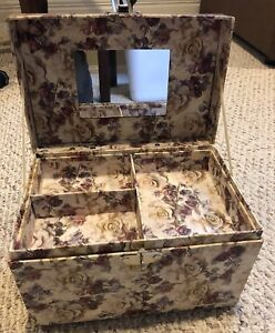 Beauty Case with mirrow lock and tray $20