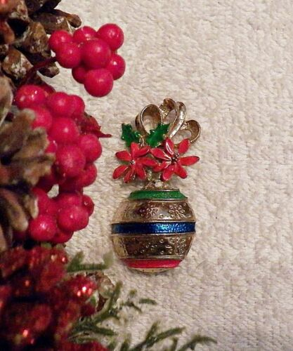 CLASSIC CHRISTMAS PIN BROOCH ORNAMENT GARLAND GREEN POINSETTIA GOLD TONE X20I