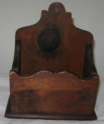 VINTAGE WOODEN WALL BOX SHAPELY EDGES, NICE SIZE