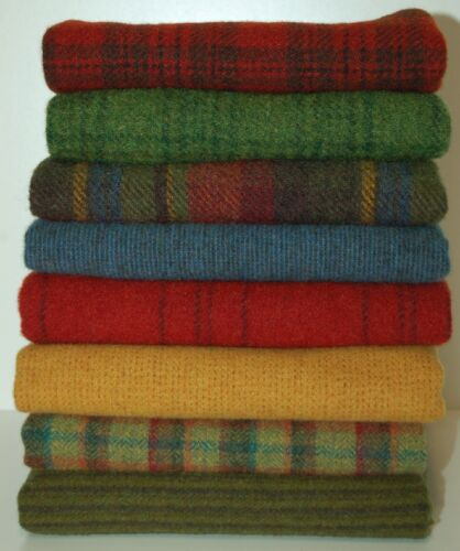 """HAND DYED RUG HOOKING WOOL Mill-Dyed ~ """"MERRY and BRIGHT"""" (8-pc. combo)"""