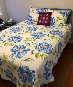 Newer Double Bed/Full Bed