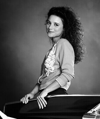 SEINFELD - TV SHOW PHOTO #9 - Julia Louis-Dreyfus - ELAINE