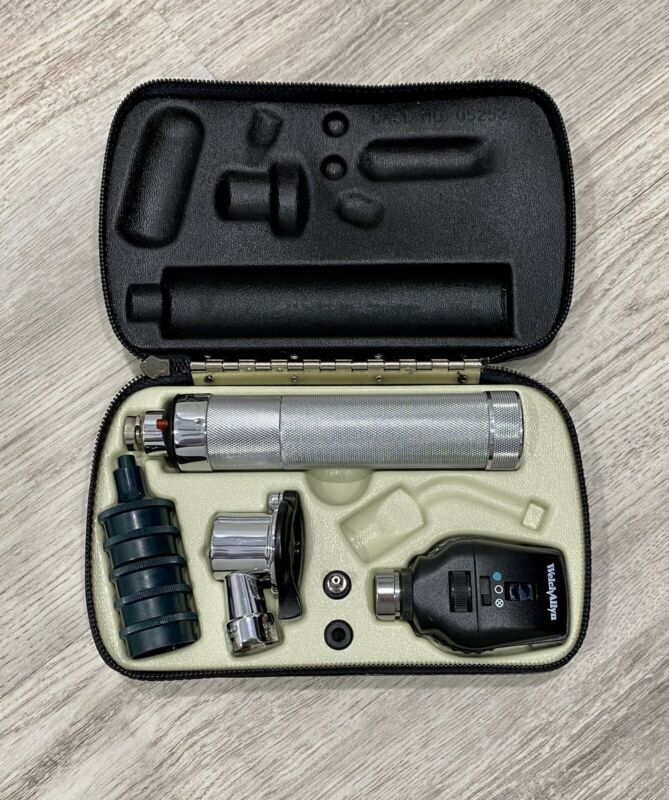 Welch Allyn Halogen And Ophthalmoscope WELCH ALLYN set With Case