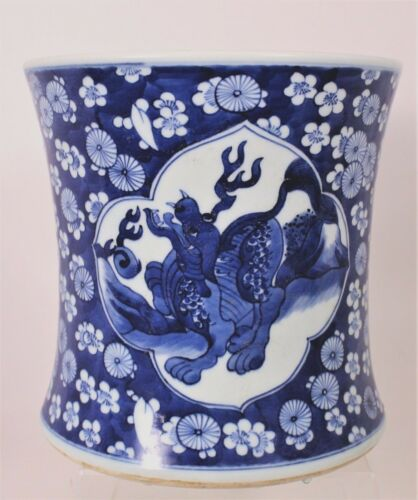 Chinese Porcelain Brush Pot With Lion Decoration