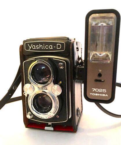 YASHICA-D 2 1/4 CAMERA & TOSHIBA Flash & Cases