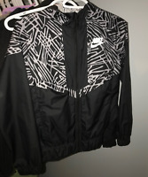 NIKE Windbreaker Kids size large NEW