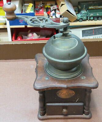 Alte Holz-Kaffeemühle mechanisch, Stahlmahlwerk