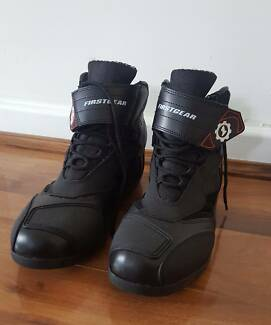 FIRSTGEAR MOTORCYCLE BOOTS