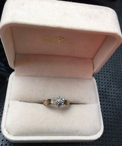 Beautiful 10 karat gold Diamond ring