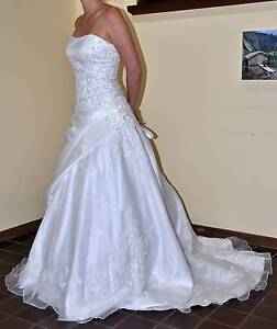 White wedding dress approx size 10/12 Tea Tree Gully Tea Tree Gully Area Preview