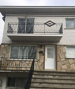 Grand 5 1/2 a louer/ For Rent