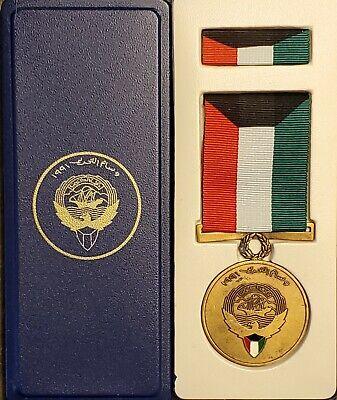 Vintage 1991 Liberation of Kuwait Medal Iraq Gulf War Desert Storm Military Army