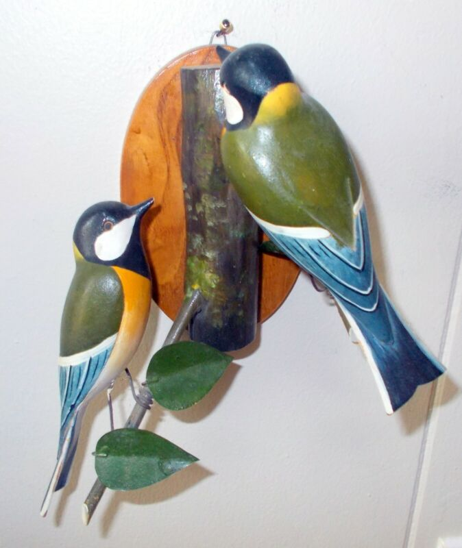 Vtg CARVED HAND PAINTED BIRDS Wall Hanging Sculpture Figure