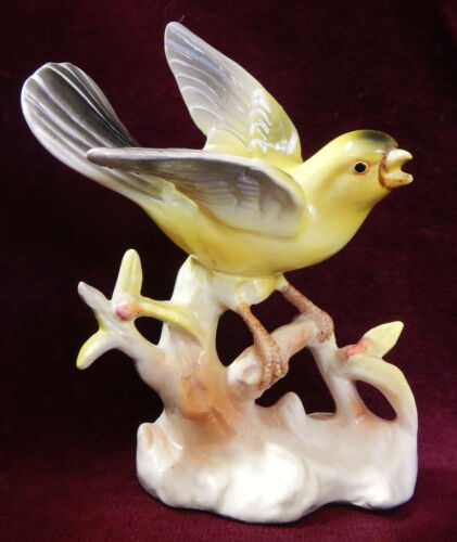 LOVELY VTG.  PORCELAIN BIRD GOLD FINCH HAND PAINTED FIGURINE   E-1012 ENESCO?