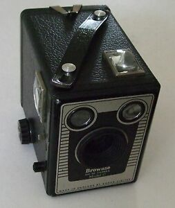 KODAK  BROWNIE SIX-20 BOX CAMERA - 620 film - Deco Front - 1940s