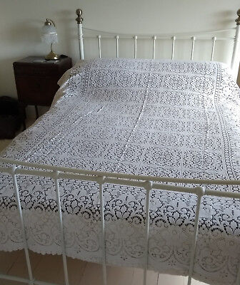 ANTIQUE VINTAGE BEDSPREAD THROW - HAND CROCHET LACE