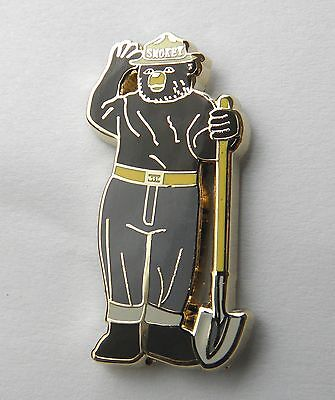 SMOKEY THE BEAR FORESTRY FIRE PROTECTION LAPEL PIN BADGE 1 INCH