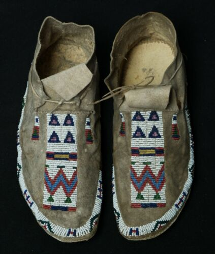 Antique Native American Cheyenne Beaded Mocassins - 1870-1890 ca.