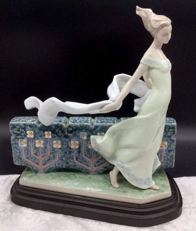 Lladro Girl Wall Figurine Wood Base 8412 Retired Courageous Nature Figure