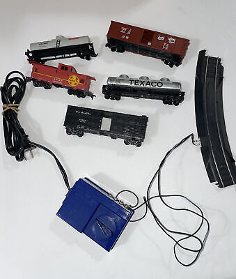Life Like HO Scale 5 Cars Train Set With Blue Controller Read