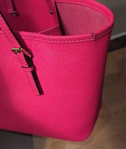 MICHAEL KORS Fuchsia JET SET TRAVEL SAFFIANO SMALL West Island Greater Montréal image 2