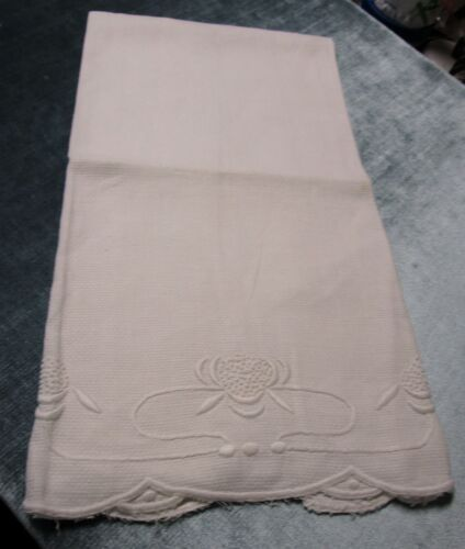 Antique Nubby Linen Towel Embroidered Lilies Scalloped Edges Snowy White
