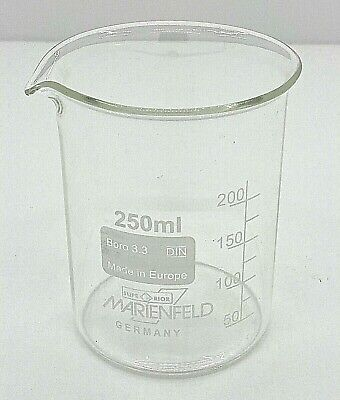 Beaker 250 Ml Borosilicate Glass 3.3 Low Shape With Spout Graduated