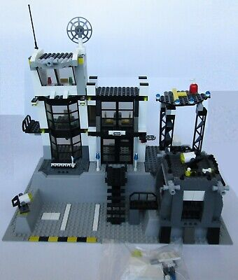 LEGO City #7237 - Police Station Playset (70% Complete)